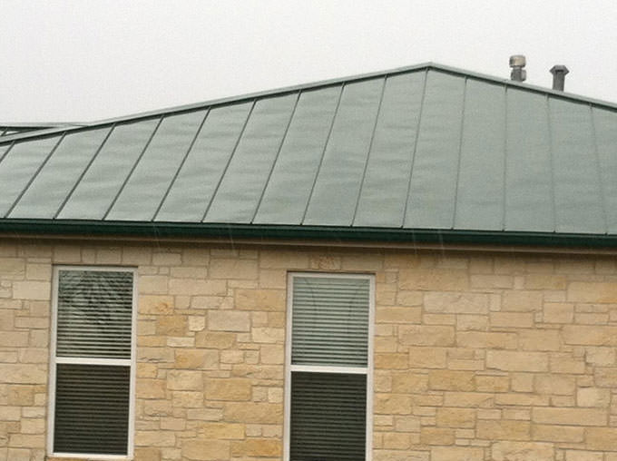 traditional metal roof by a brenham roofing company
