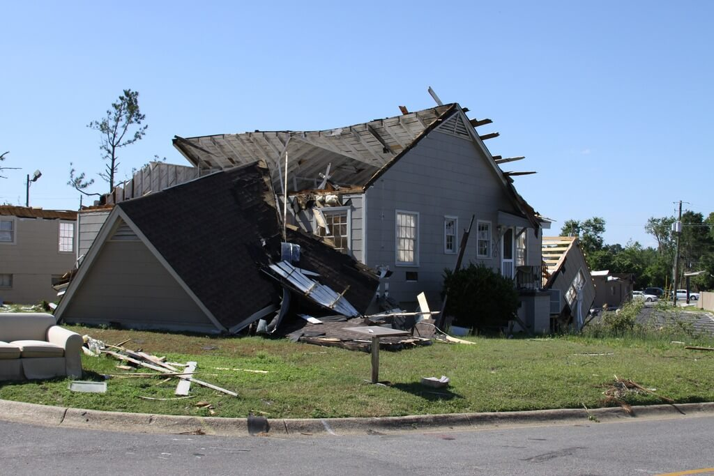 Insurance Claims and Choosing the Right College Station Roofer